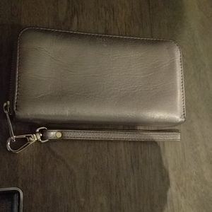 🌺🌸 Beautiful gold wallet by Fossil 🍀🍀🌺 Nice